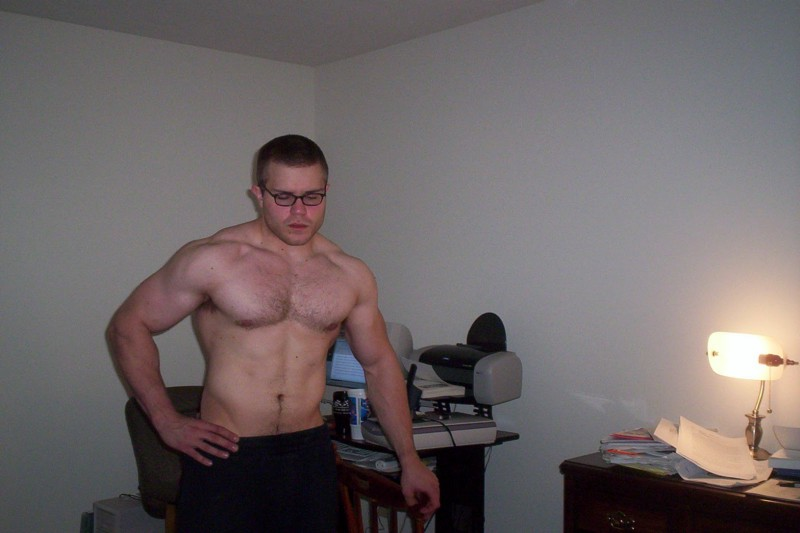 "Me at age 20, in an extremely awkward early selfie, looking ""swole"" at 230 pounds"